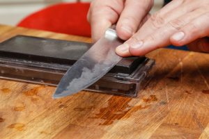Sharpening of a steel knife