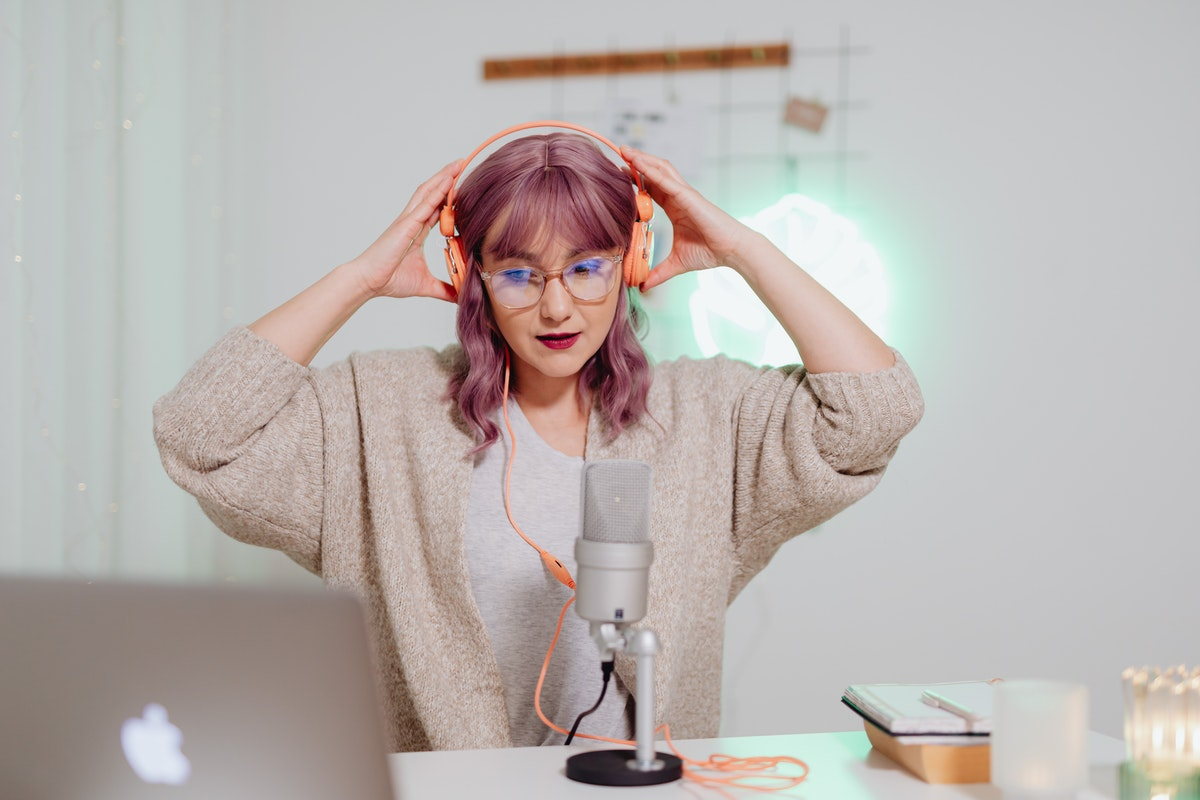 How to Become a YouTuber Who Makes Money
